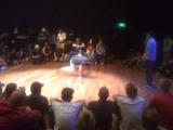 De breakdance battles hadden een intiem sfeertje.