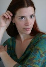 Koosje Schouten is danseres en freelance kostuumontwerpster.