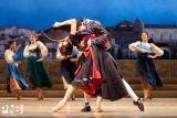 Lindsi Dec and Company dancers in Don Quixote. Foto door Angela Sterling