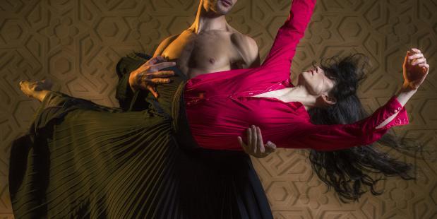 5★★★★★ van Introdans. Foto Hans Withoos