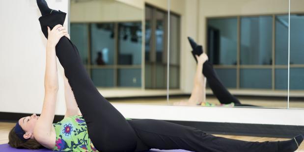 Stretching splits © Pixabay