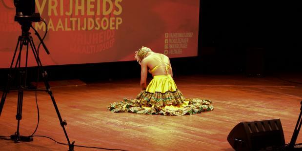 """Junadry danst een bijzondere dans over het slavernijverleden: """"Dit moeten we erkennen"""""""