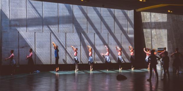 Dansers tijdens hun balletles