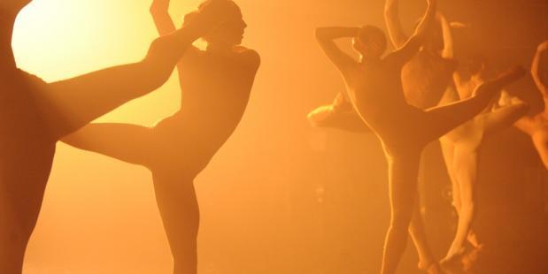 Dansgezelschap L-E-V komt naar Nederland met House