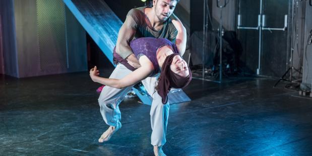 Sluier - Danstheater Aya, foto Ben van Duin