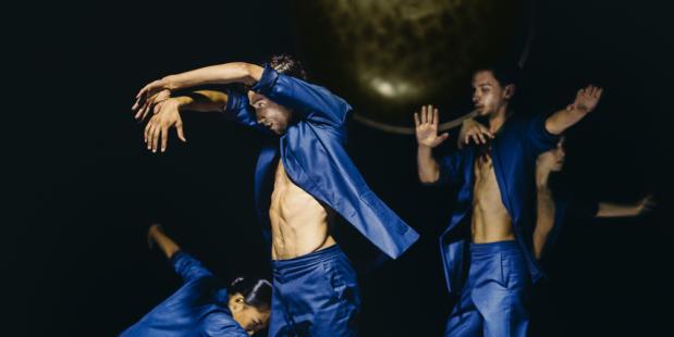 Foto door Rahi Rezvani. NACHTRAVEN nieuwe voorstelling ISH