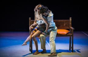 Dansers Diego Vázquez en Faizah Grootens in Pendiente. © Carlos Quezada