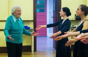 dans, dansdocent, ballet, 98 jaar, leeftijd, joyce harper