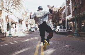 Dansen maakt je gelukkig. Foto: Andre Hunter - Unsplash