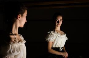 Spiegel dansen zelfbeeld