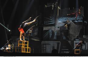 ID van Cirque Èloize, het spektakelcircus uit Canada rockt Amsterdam Carré