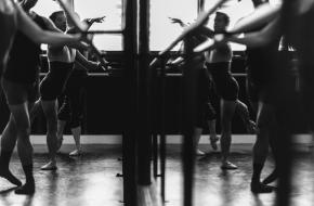 Dansers in de dansschool. Foto: unsplash