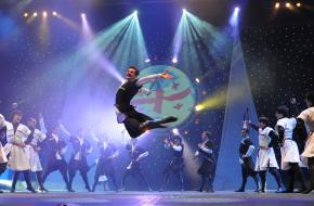 Volksdansgroep Samaia danst Georgische dans