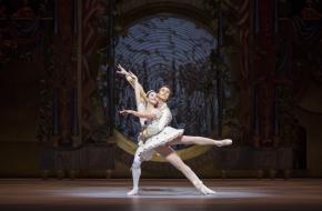 Het Nationale Ballet - Notenkraker en Muizenkoning foto Angela Sterling Dansers Maia Makhateli & Artur Shesterikov