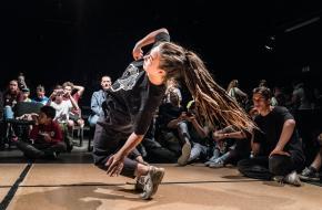 Foto via Pexels. Summer Dance Forever gaat online door!