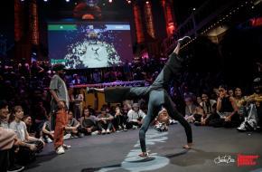 Dansers bij een hip hop battle