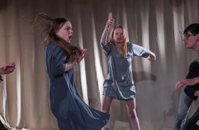 Dansen zonder bril. © Boris Stokman