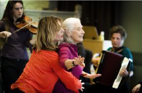 Jet Bussemaker bezoekt vernieuwend dansproject voor ouderen in woonzorgcentrum
