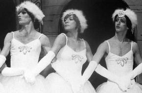 Shirley MacLaine en Les Ballets Trockadero de Monte Carlo